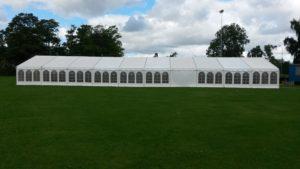 Hvide 9 m bredde telte fås i sektioner a´3 meter med eller uden vinduer.